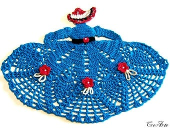 Blue and Red crochet crinoline lady doily, centrino blu e rosso a forma di dama all'uncinetto