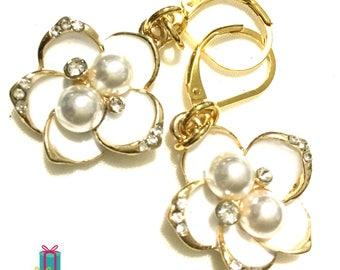 Ivory Pearl Flower Earrings, White Flower Drop Earrings, Matching Bridesmaids Earring Gifts, On Trend Stylish Earrings, Gold earrings