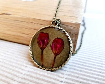 Real flowers Dried flowers Dry flowers Pink flowers Nature lover gift Pressed flower necklace Plant necklace Wildflower Flower Pendant