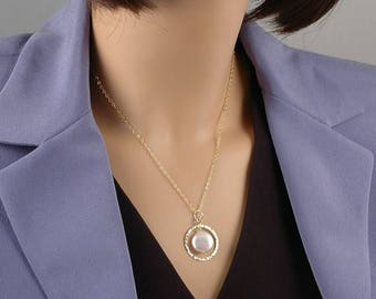 ON SALE Gold Coin Pearl Necklace, hammered circle necklace