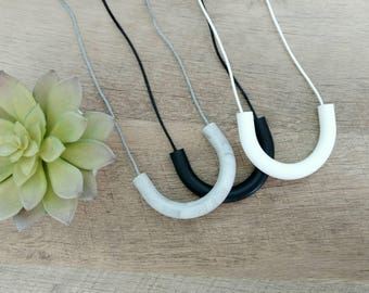 Silicone Teething Necklace for Mom-Silicone Baby Teether- Chew Necklace-  Nursing Necklace for Mom- Baby Wearing Jewelry, U-Bar Necklace