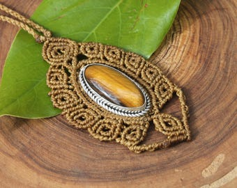 Macrame necklace with tiger eye set in silver plated alpaca.