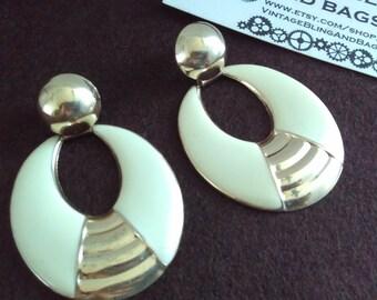1980s 5.7cm drop earrings, cream enamel earrings, cream long earrings, 1980s earrings, cream vintage earrings, cream 1980s vintage earrings
