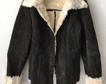 Really steep fur coat warm coat from real suede and fabulous sheepskin, vintage retro design short women's old coat dark brown size-small.