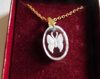 Vintage Small Crystal/Plastic Butterfly Pendant on Gold Tone 17 Inch Chain