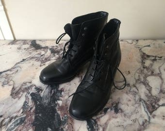 1970s vintage black leather lace up heeled ankle boots - Victorian Style - UK 4 EU 37 US 6 - Seventies Boho Bohemian