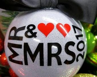 Mr & Mrs 2017 Ornament, Silver Glitter Cristmas Bulb, Newlyweds First Christmas Bauble, Wedding Shower Gift, Wedding Present