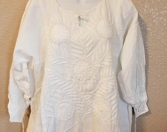 White embroidered blouse white thread vintage boho