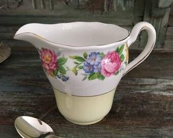 Gorgeous vintage colclough creamer / milk jug floral bouquets vintage milk jug