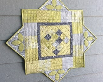 Quilted Table Topper, Triangle Point Quilt, Appliquéd Leaves, Green Gray Metallic Kitchen Decor