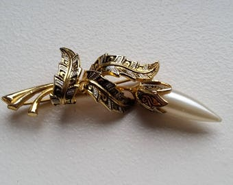 Damascene Gold Tone Flower and Pearl Flower Brooch