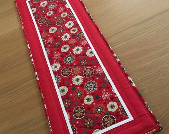 Christmas Quilted Table Runner, Red Holiday Table Runner, Holiday Table Topper, Christmas Table Mat, Red Gold Table Centrepiece