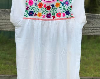 Cute mexican embroidery blouse *Unique* 5 Mayo