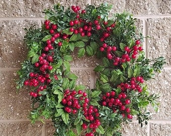 Boxwood wreath mixed with berry, 24""