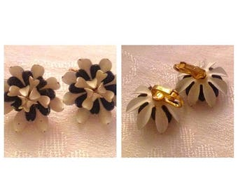 Anniversary Sale Cool Flower Black and White Clip Earrings