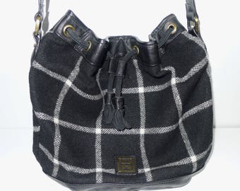TOMMY HILFIGER  vintage plaid wool black/white shoulder bag.