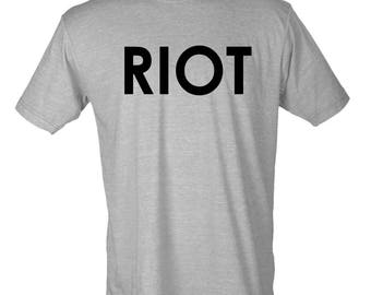 RIOT T-Shirt from Mac on Always Sunny in Philadelphia
