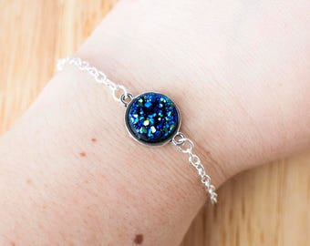 Blue druzy bracelet with silver chain and setting 17cm