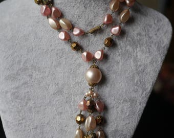 Pink pearl finish tassel beaded necklace with gold coloured multifaceted beads, vintage 1950s