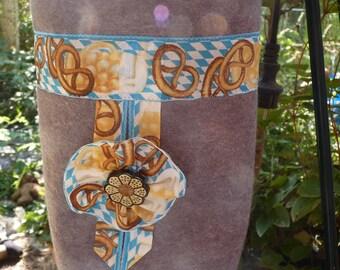 Felting Oktoberfest, Umhänge-bag pretzel bags, lots of extras, Oktoberfest,.