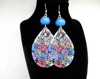 Print earrings and precious beads.