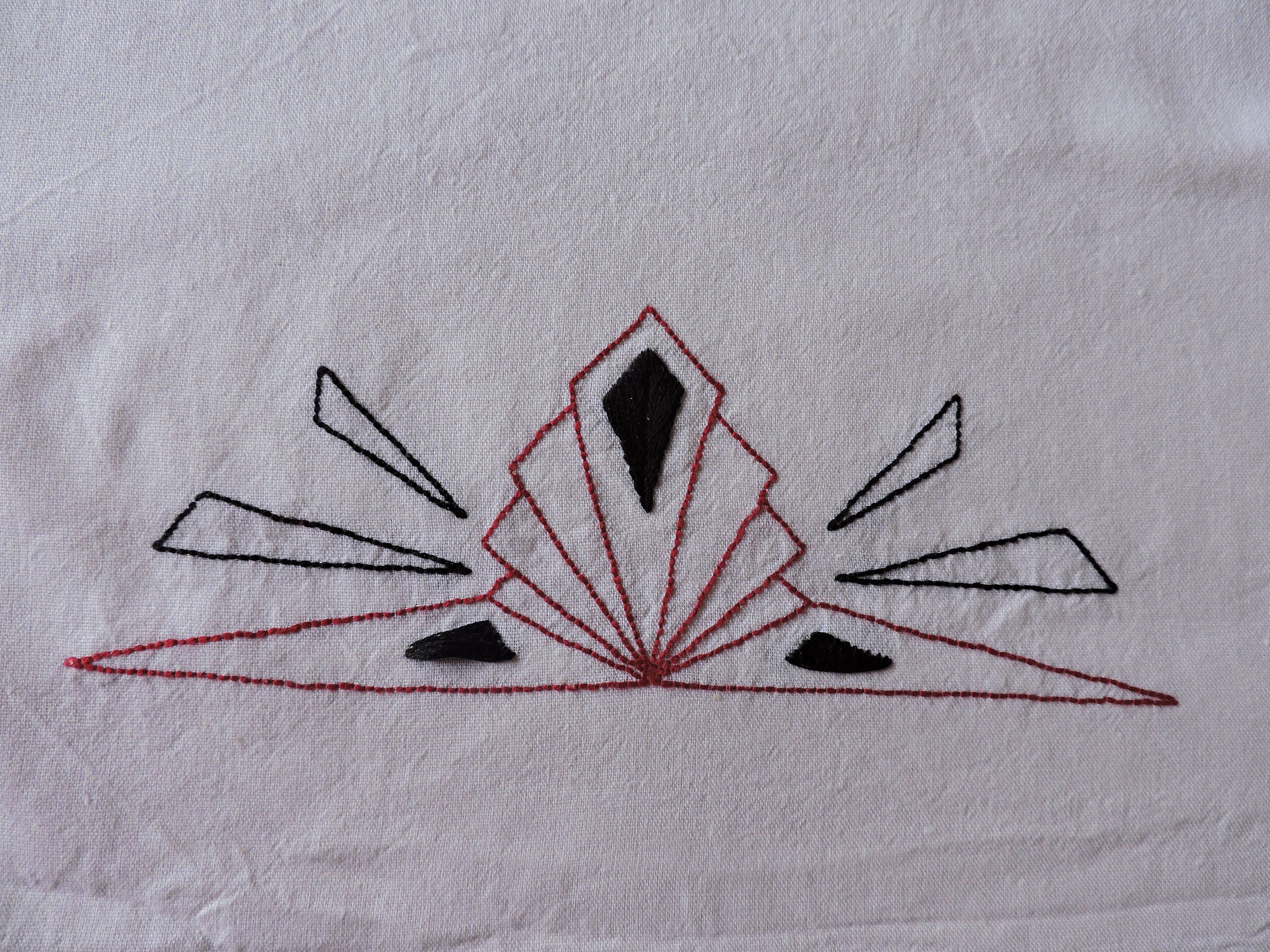 Hand embroidery pattern art deco diamond border pattern art zoom bankloansurffo Choice Image
