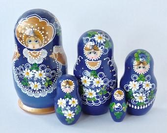 Vintage 1970 complete blue gold daisy floral Matryoshka dolls. Babushka dolls. Nesting dolls. Russian dolls. Vintage Russian toys dolls.