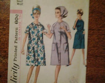 Simplicity 5982  1965   size small 10- 12