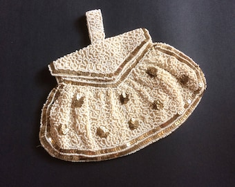 Vintage 20s 30s 40s gorgeous beaded and sequinned evening bag/bridal accessory/evening clutch.