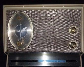 Vintage Sears Silvertone am alarm clock radio, works!