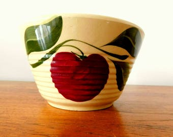 Vintage 1950s Watt Pottery apple mixing bowl 7 INCLUDES SHIPPING