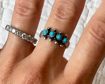 Vintage Zuni Native American Sterling Silver & Turquoise Petit Point Stackable Ring Band Size 7