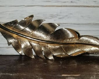 Estate 1960s Gold-Colored Feather Brooch.
