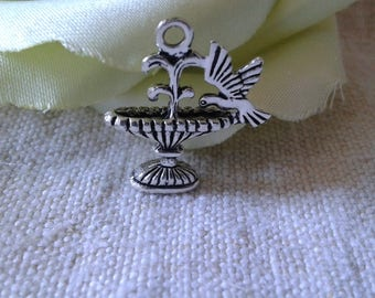 """set of 2 """"fountain and bird"""" metal charms"""