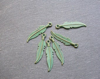 6 feathers verdigris charms 28 x 7 mm