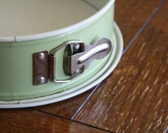 "Vintage, Spring Form Baking Pan in Avocado Green by Nordic Ware (9"")"