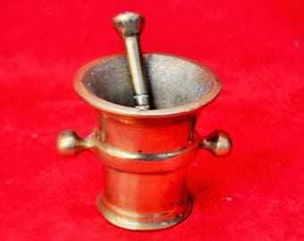 mortar and pestle in bronze