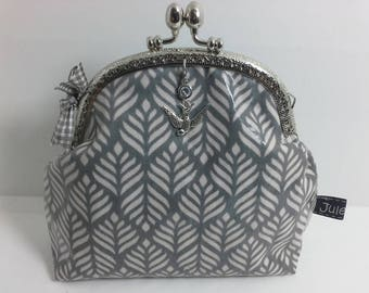 Cosmetic bags / wallets growth