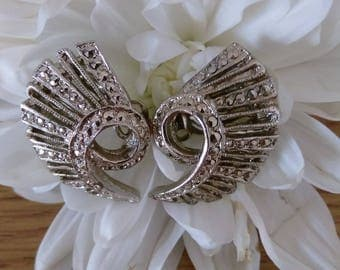 Beautiful Vintage Silver Tone Marcasite Clip On Earrings.