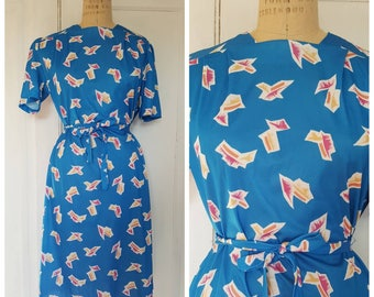 Vintage 80s cobalt  blue day dress with all over print, short sleeve, belted, picnic dress, blue, pink, yellow, size medium