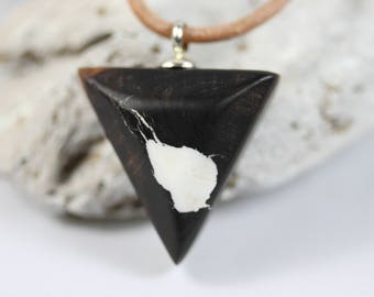 Resin wood necklace necklace with precious wood for him and her. ZeitlosSchmuckDesign. Resin wood natural