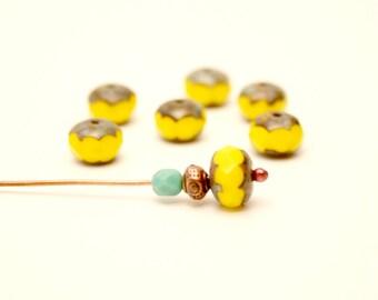 6 beads, yellow, 9mm round, pumpkin ancient effect, Czech glass faceted