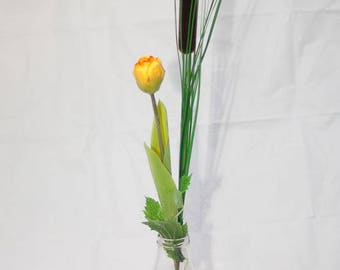Tulip and reed - floral arrangement with artificial flowers