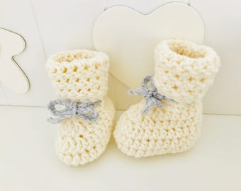 Unisex newborn white ankle boots created in crochet with wool merino100%. Newborn Booties White. Soft, warm. First Winter gift baby.