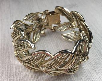 Winged Coro Pegasus Bracelet   Gold Tone   1960s Vintage
