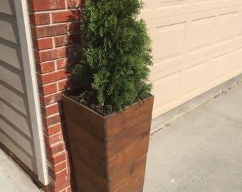 """33"""" Tall Cedar Wood Planter - Mocha"""