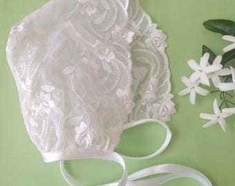 White cap in embroidered lace