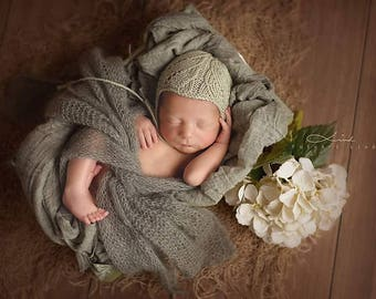 Newborn bonnet, Baby Alpaca-Silk, lace&cables, photography props