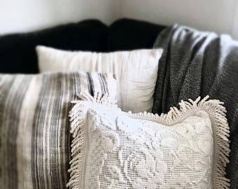 Vintage cushion cover | White cushion cover | Crochet cushion cover | Franges cushion cover