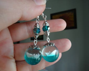 Earrings with origami boat in resin